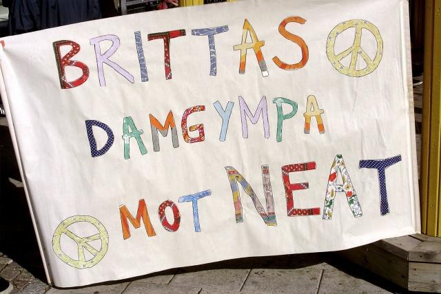 """Banderoll med texten """"Brittas damgympa mot NEAT"""""""