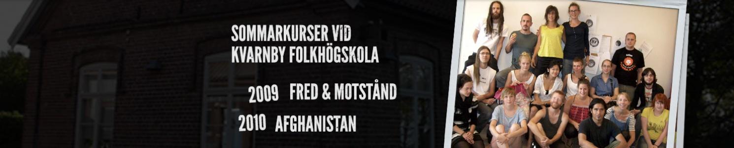 """Gruppbild på deltagare, och text: """"Sommarkurser på kvarnby Folkhögskola. 2009: Afghanistan, 2010: Fred och Motstånd."""""""